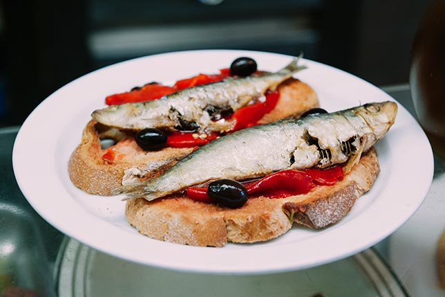 Fish and vermut in Barcelona, always in a tour with Aborígens